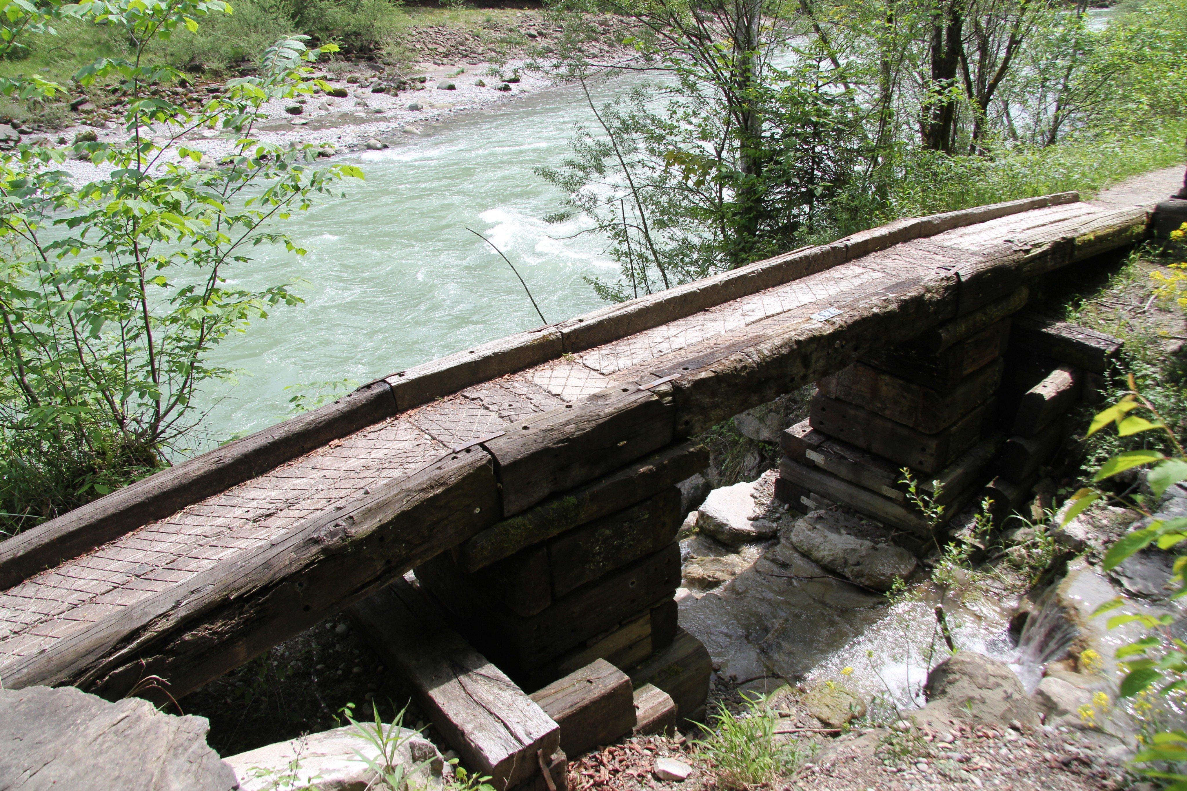 Die illegale Brücke, die nun weichen soll.