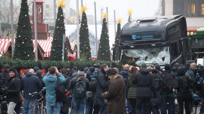 Lkw In Berliner Weihnachtsmarkt