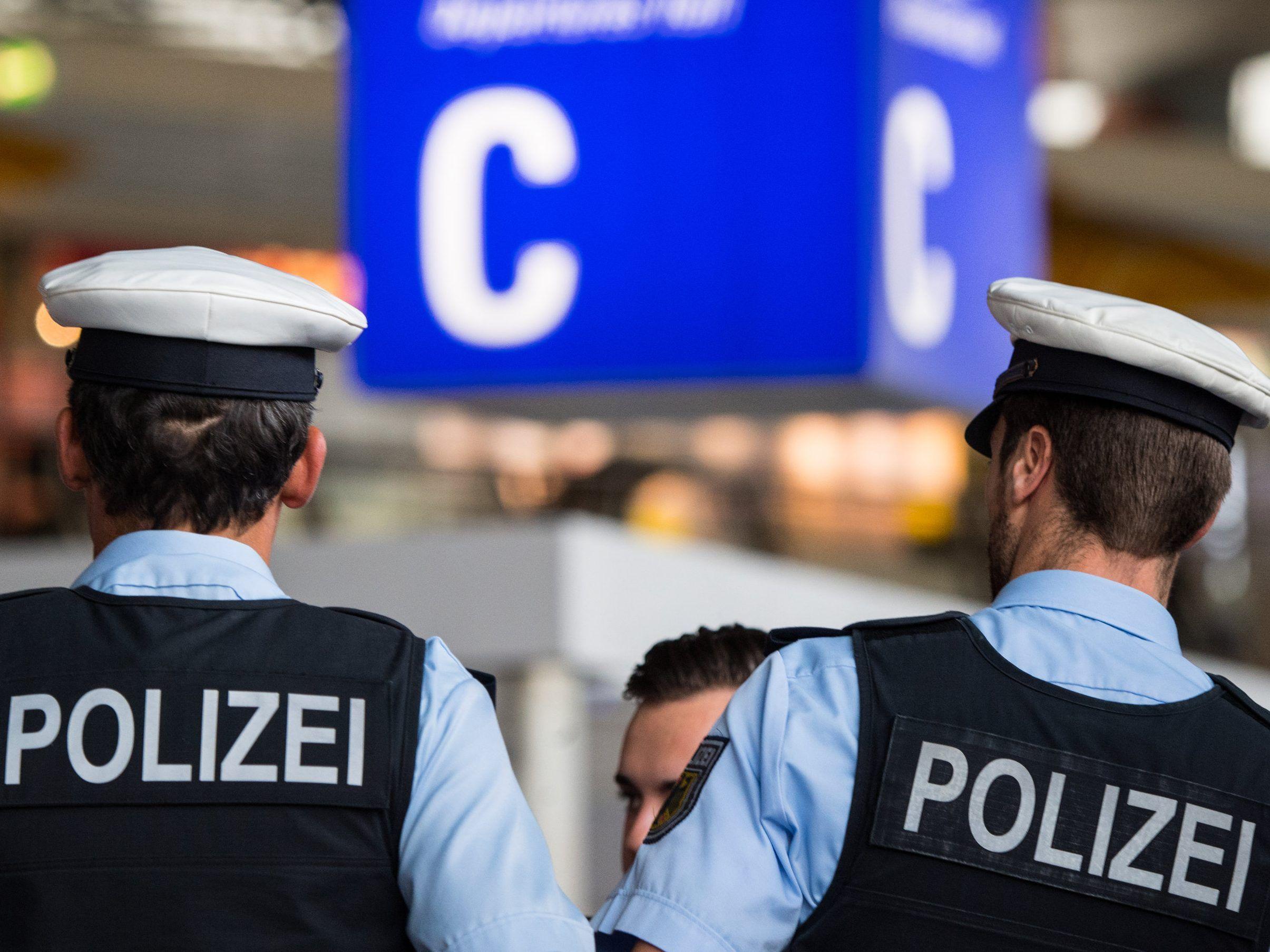 Scheinbar Ohne Grund Mann Flüchtet Vor Polizei Und Springt Von
