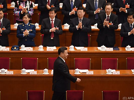 Chinas Präsident Xi einstimmig im Amt bestätigt - Wang als neuer Vize