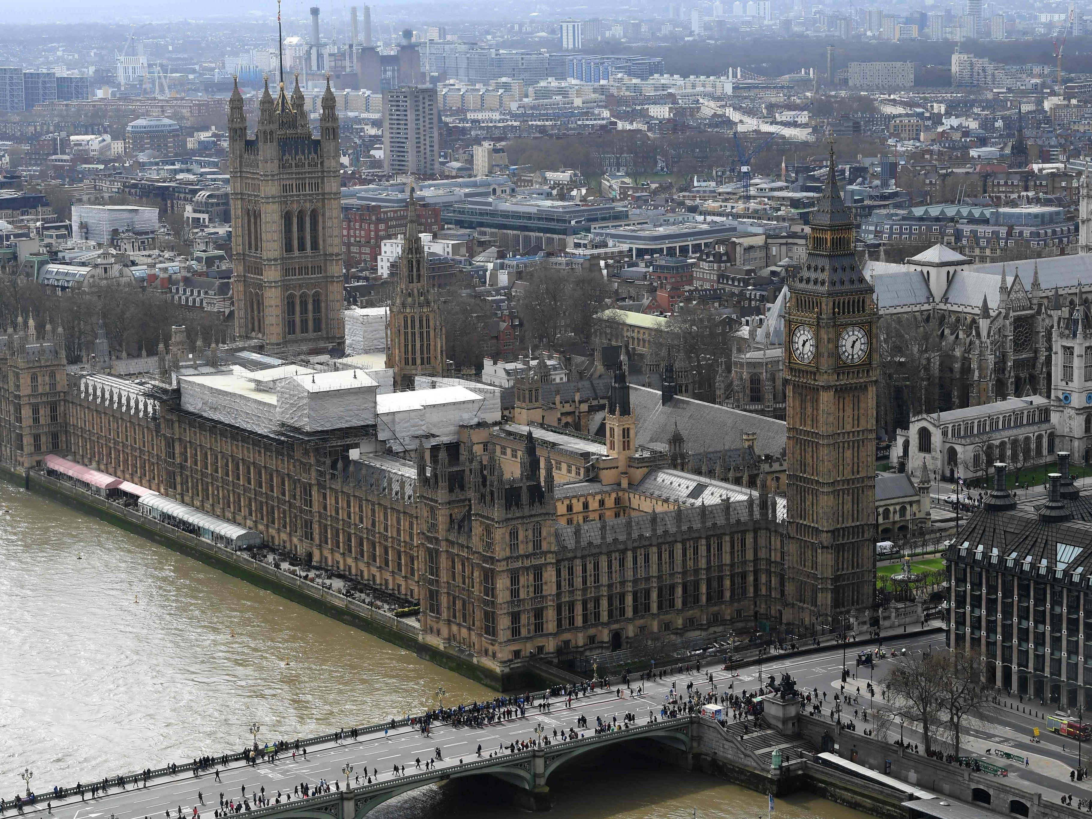 Verdächtiges Paket im britischen Parlament - zwei Menschen hospitalisiert