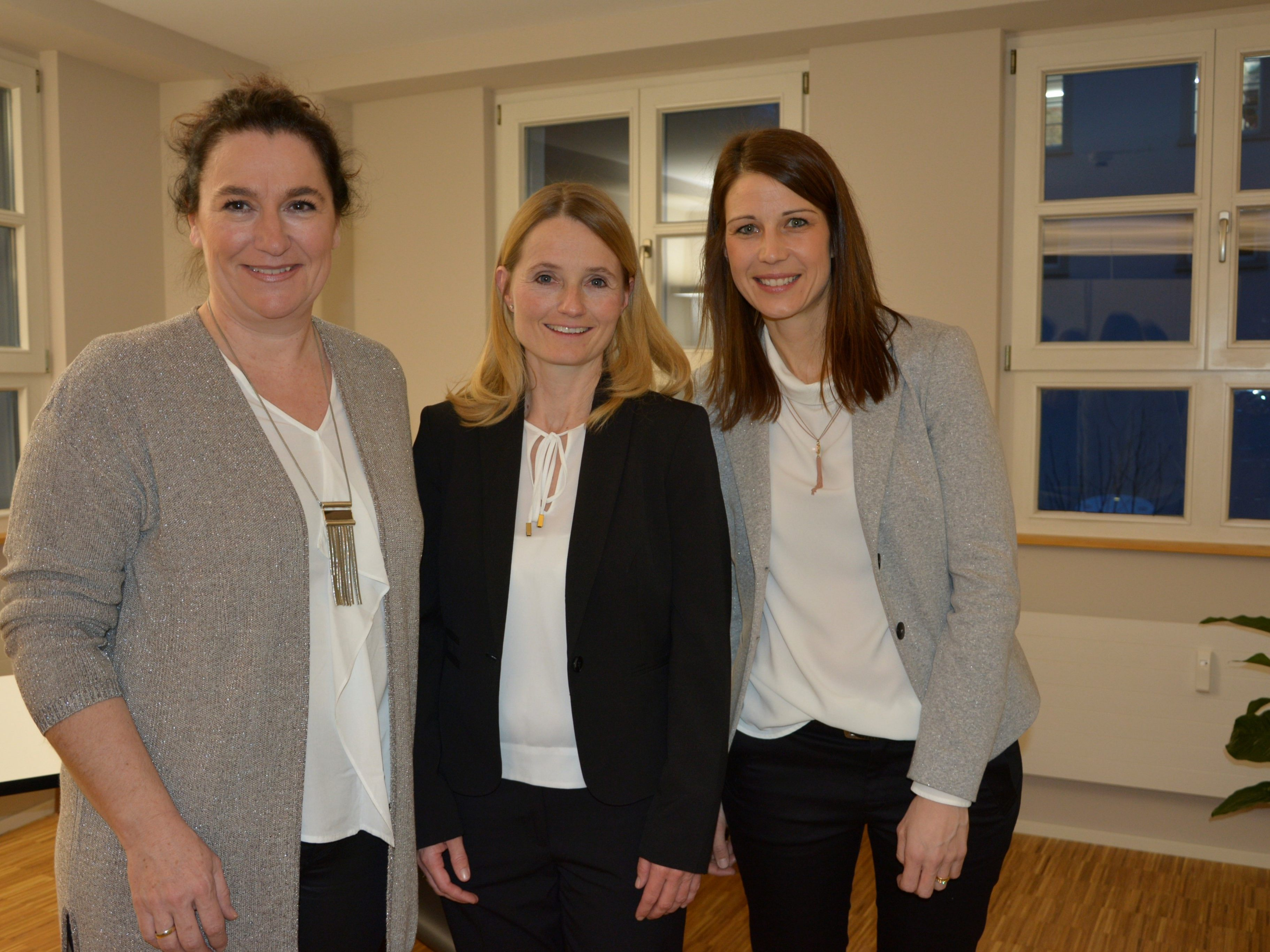 Dr. med. Anja Zangerl (Mitte), Physiotherapeutin Andrea Winder (re.) und Ordinationsassistentin Ingrid Barth (li.)