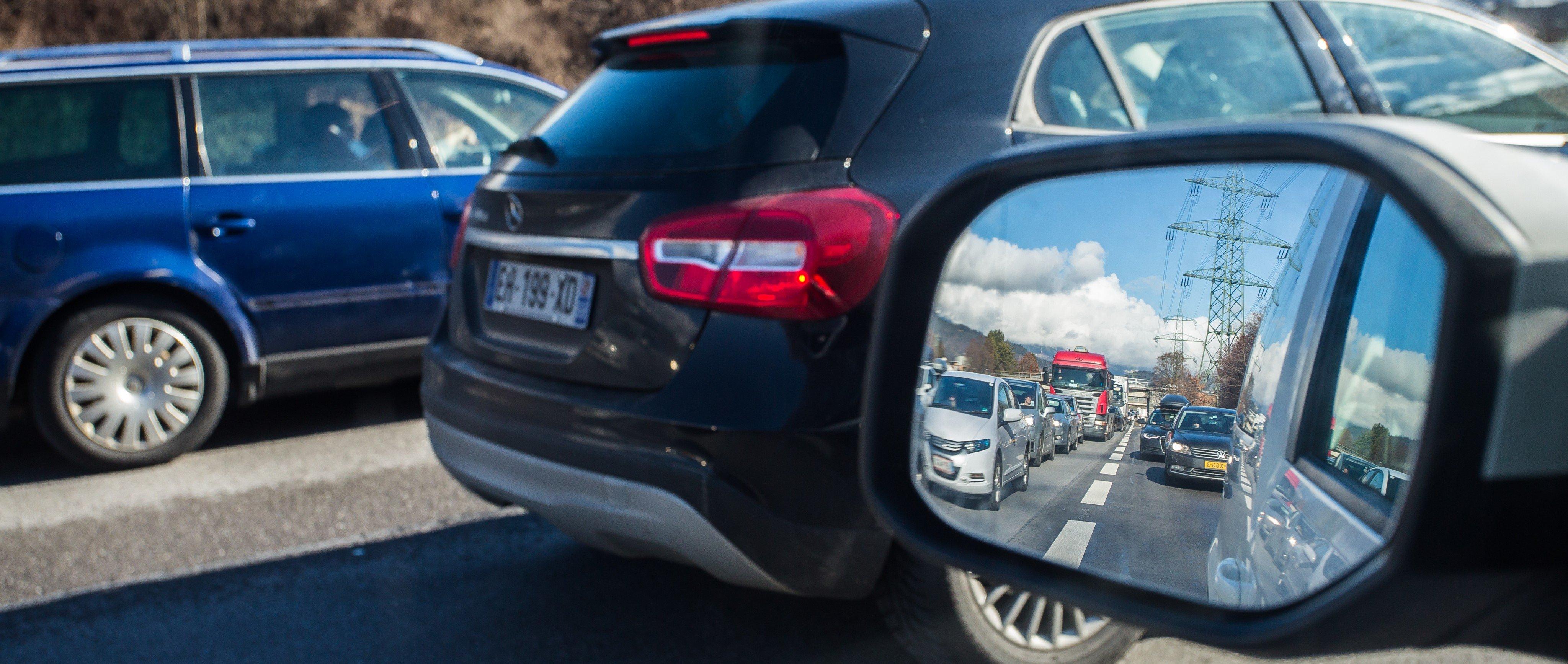 Unfall auf der A14 - Stau Richtung Pfänder