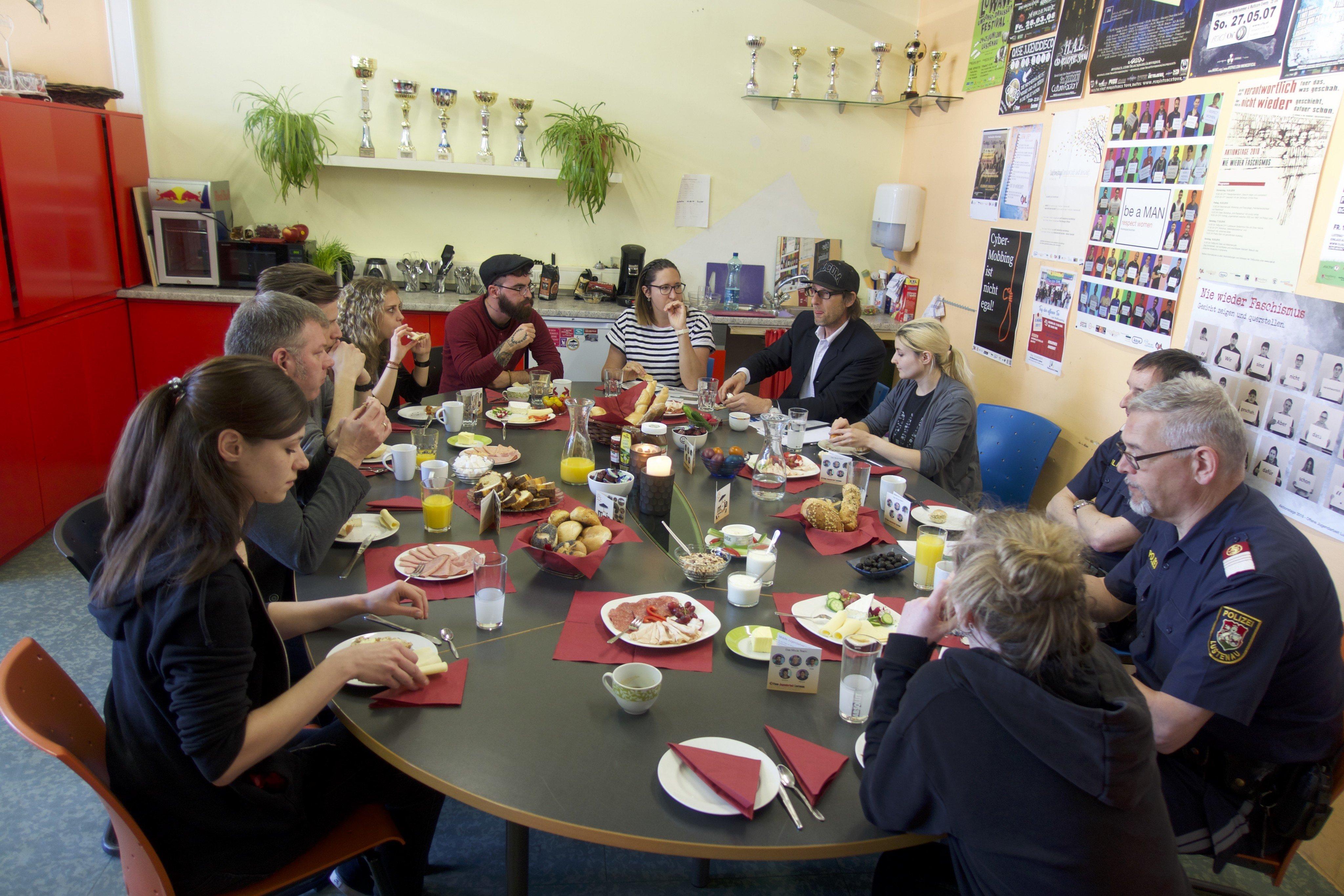 Vorarlberg: Jugendarbeit frühstückt mit der Polizei