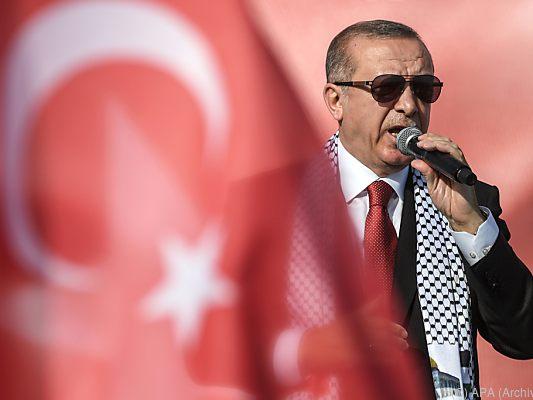 Erdogan bittet Türken um Hilfe für die Lira