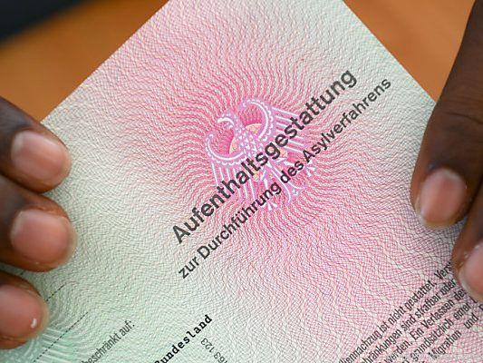 Trotz starkem Rückgang: Deutschland bleibt Hauptziel in EU für Asylbewerber | Politik