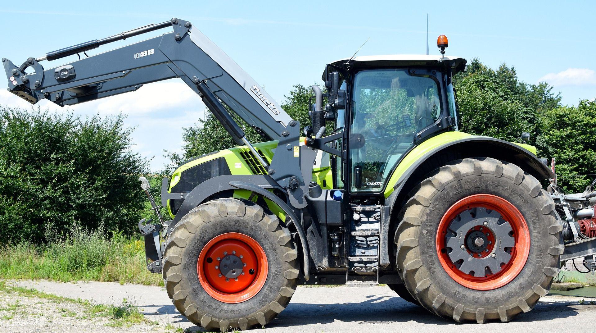 Beim Kirschenpflücken aus Traktorschaufel geschleudert