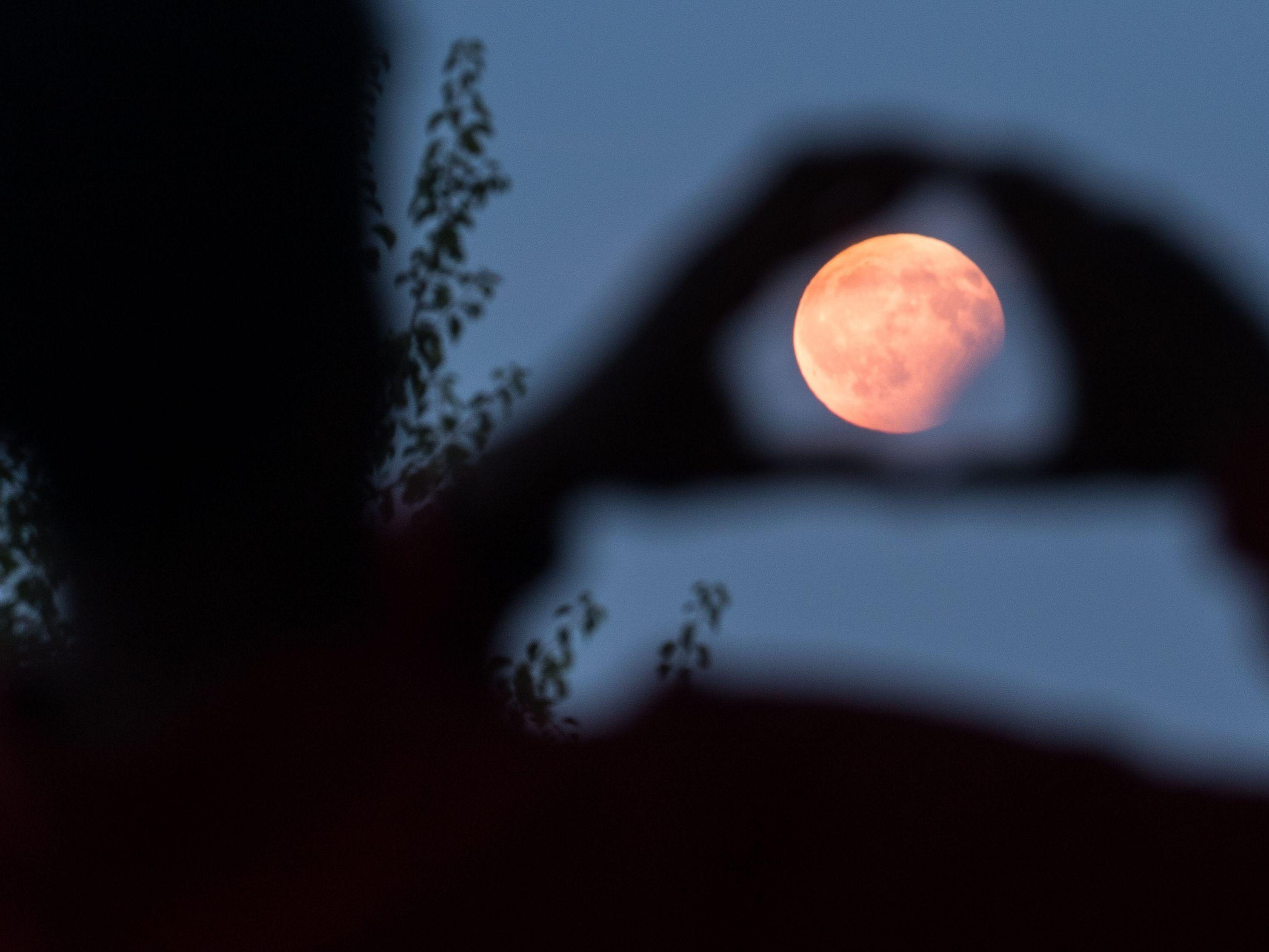 Mondfinsternis 2018 Live Auch Die Iss Und Der Mars Sind Zu Sehen