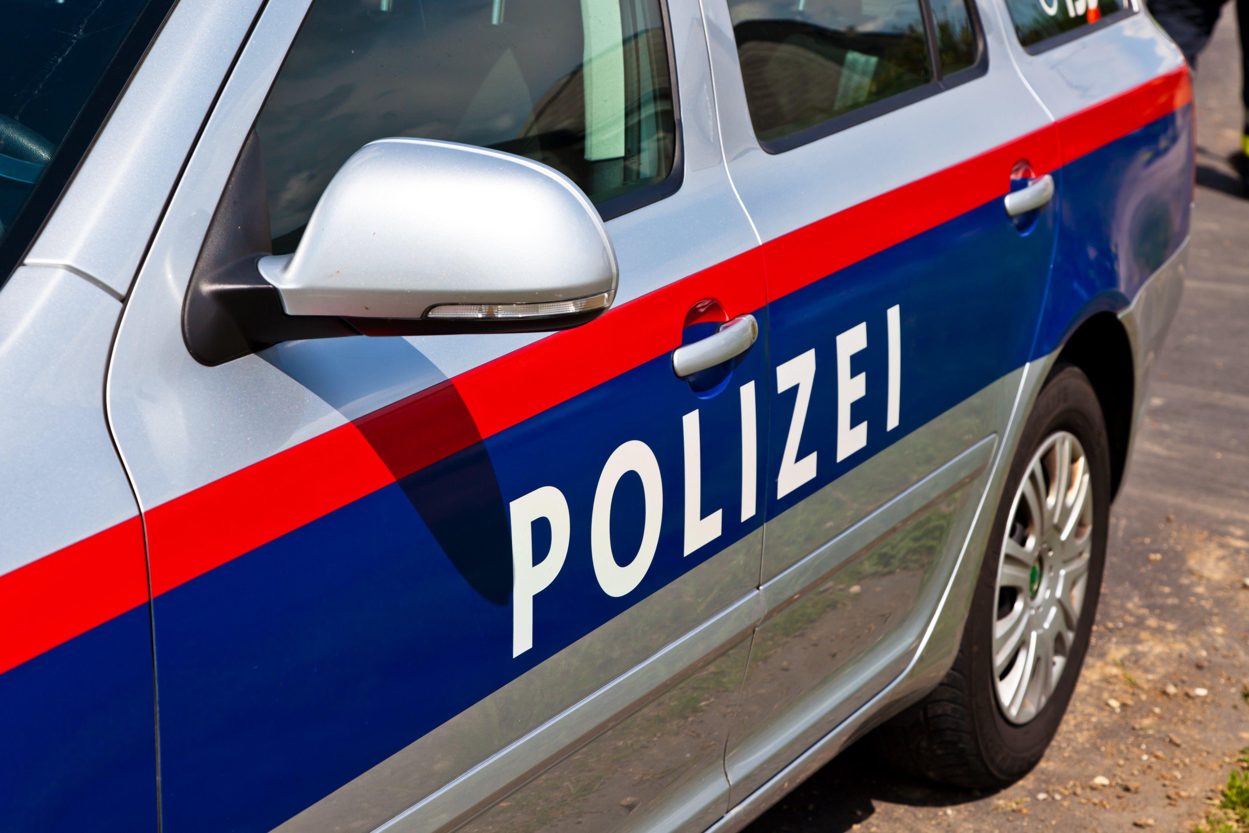 Vorarlberg - Pkw kracht gegen Moped: Zwei 15-Jährige verletzt