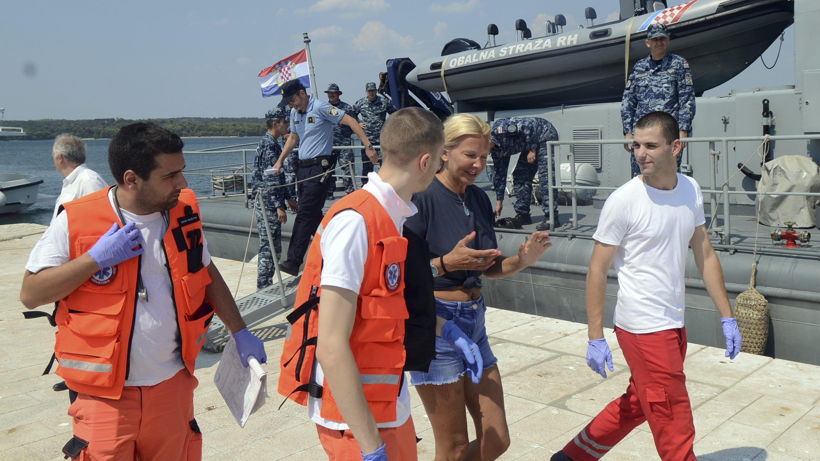 touristin-nach-zehn-stunden-aus-adria-gerettet-ist-sie-gesprungen