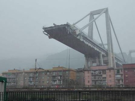 Autobahnbrücke A10 in Genua eingestürzt