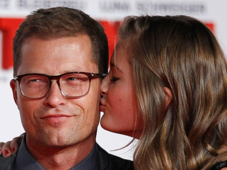 Til Schweiger: Schauspieler küsst Tochter Lilli Schweiger auf den Mund