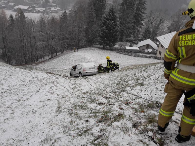 Vorarlberg: Mit Pkw 80 Meter über Abhang gestürzt
