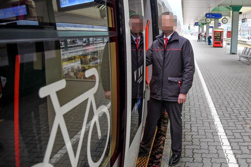 Vorarlberg: Schwarzfahrerin sah beim Schaffner rot