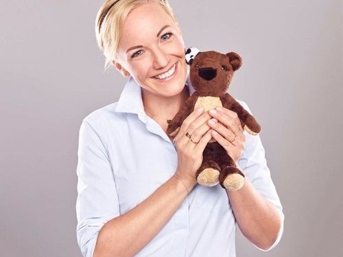Ingrid Hofer mit Teddy Eddy.