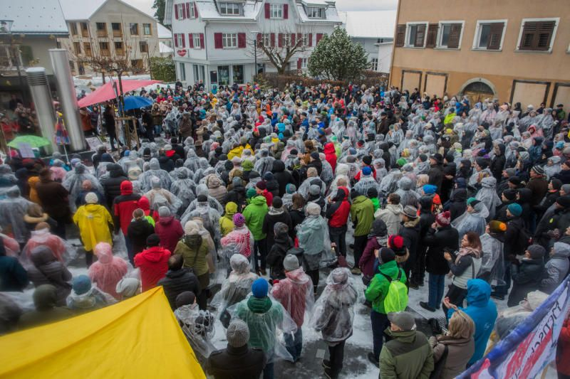 1000 Menschen bei sechster Sonntagsdemo in Hohenems