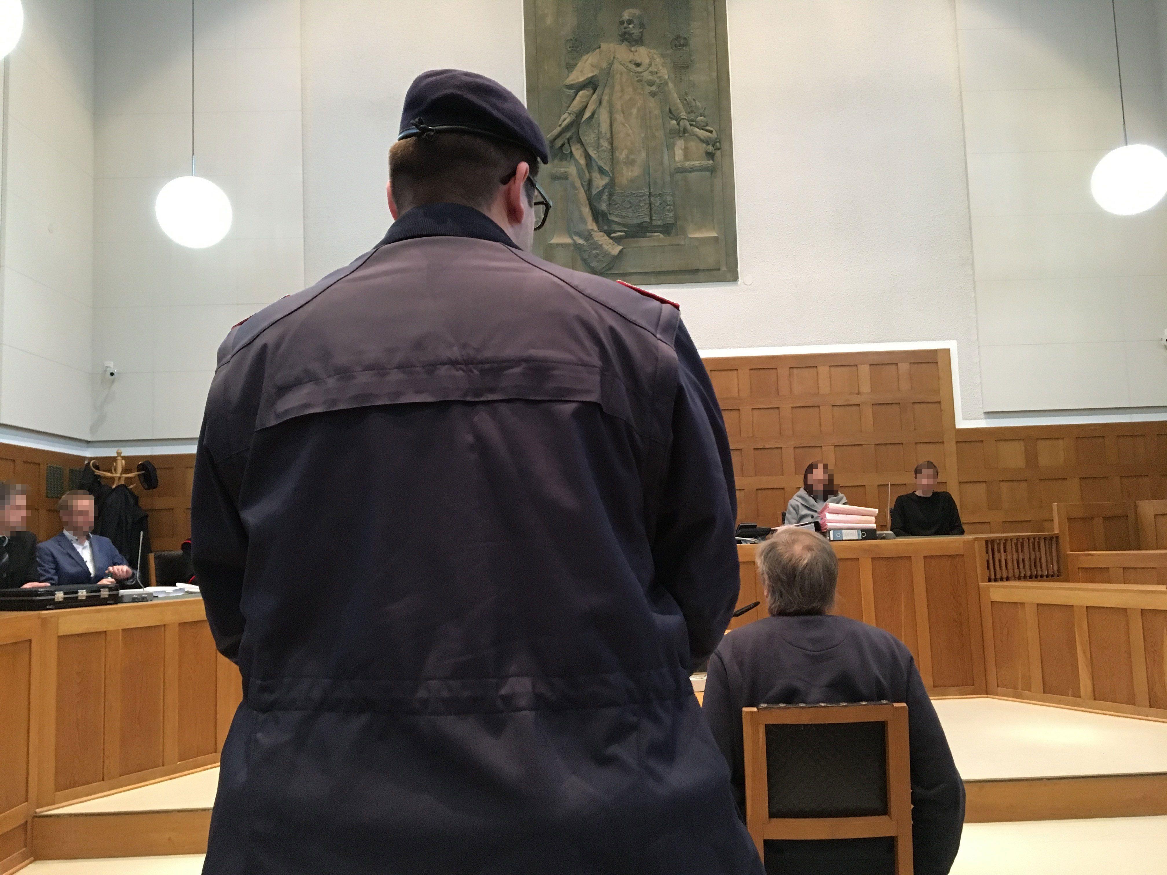 Vorarlberg: Postkartenräuber steht heute in Feldkirch vor Gericht