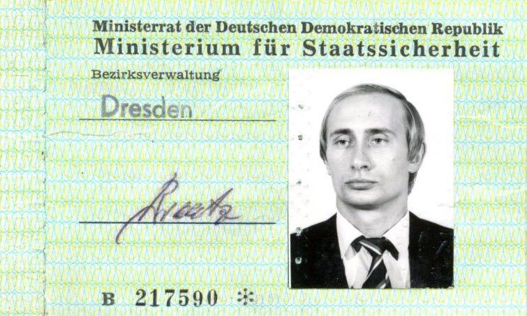 Stasi-Ausweis von Wladimir Putin in Dresden gefunden - Politik -- VOL.AT