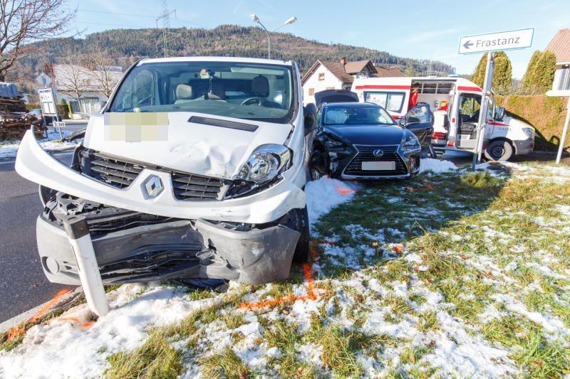 Vorarlberg: Pkw-Kollision in Göfis - eine Person verletzt