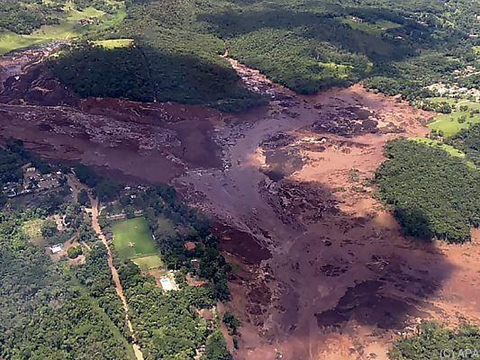 Schlammlawine verschluckt Häuser:200 Vermisste nach Dammbruch in Brasilien