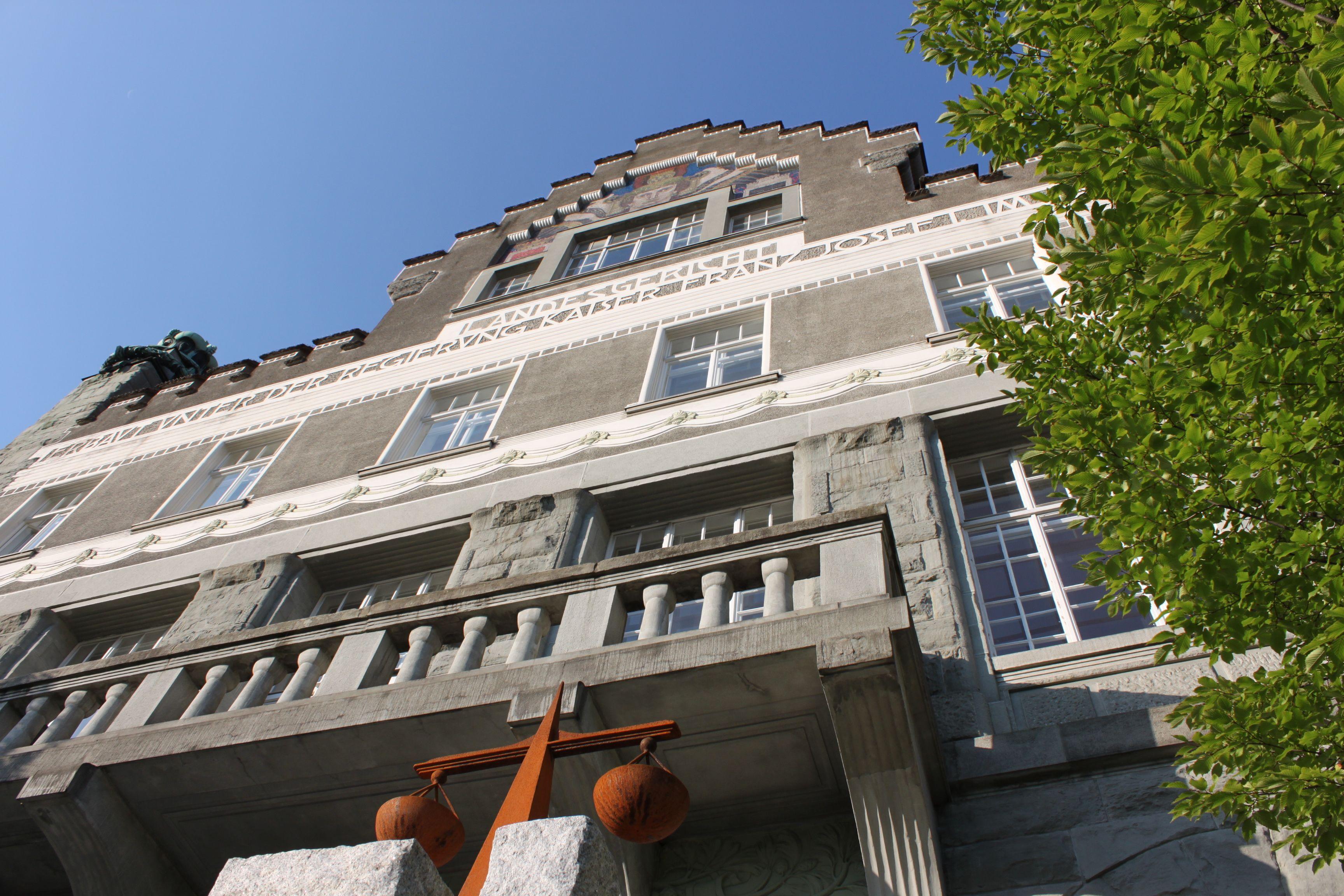 Restaurantleiter steckte knapp 12.000 Euro ein