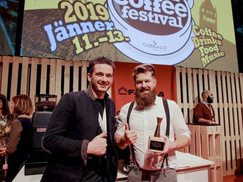 "Daniel Nekola (r.) ist Barista-Staatsmeiser in der Kategorie ""Coffee in Good Spirits""."