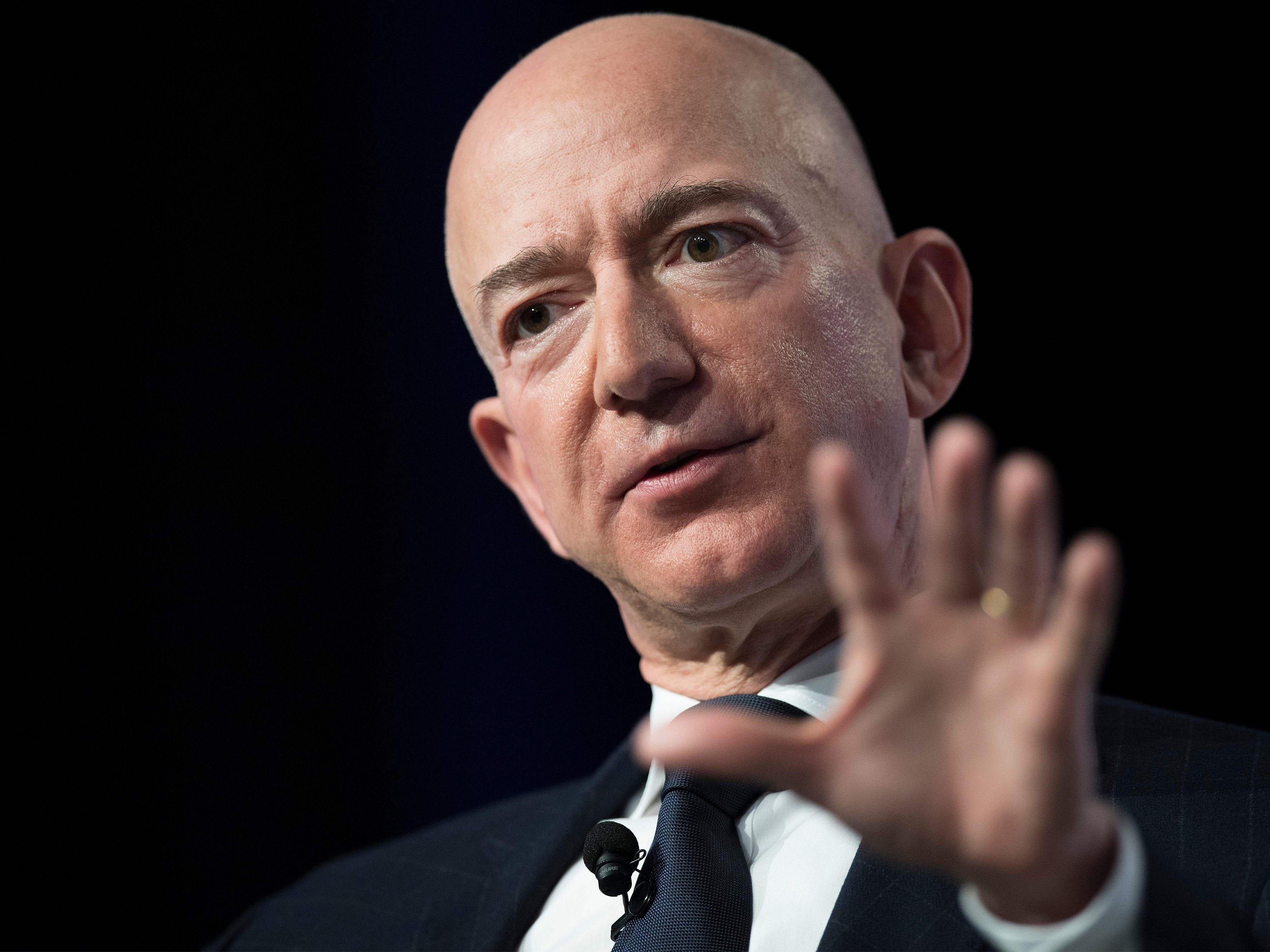 Stars           Jeff Bezos wirft Boulevardblatt Erpressung vor                           5 Kommentare