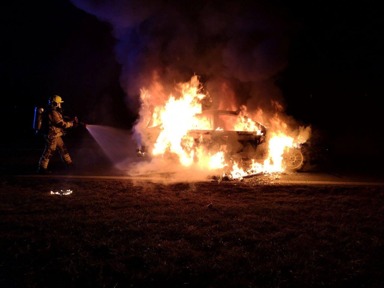 Vorarlberg: Fahrzeug brannte in Warth - Polizei sucht Lenker