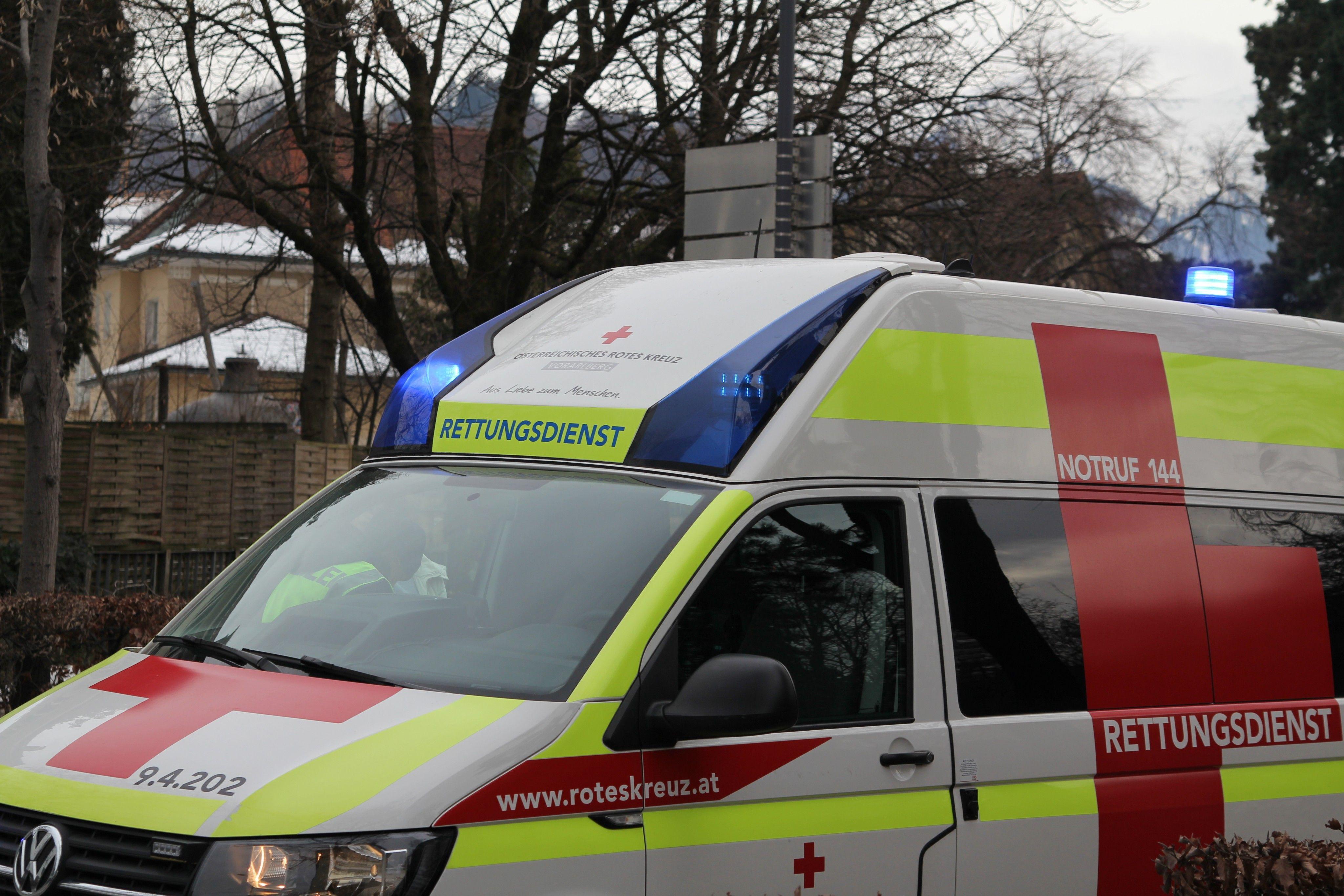 Morgendlicher Rettungseinsatz in Feldkirch: Person aus Ill geborgen