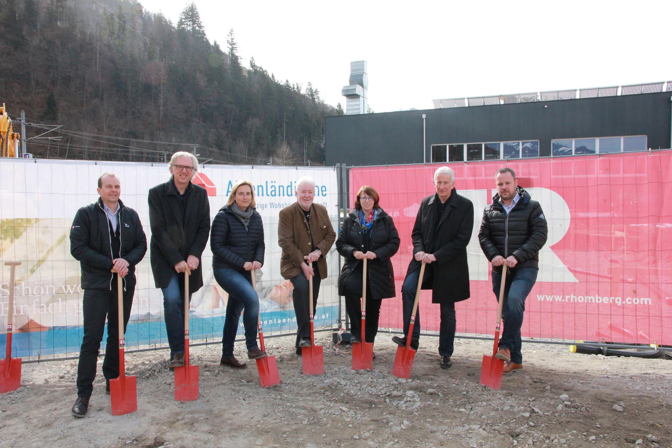 14 neue Wohnungen: Spatenstich und Firstfeier in Feldkirch