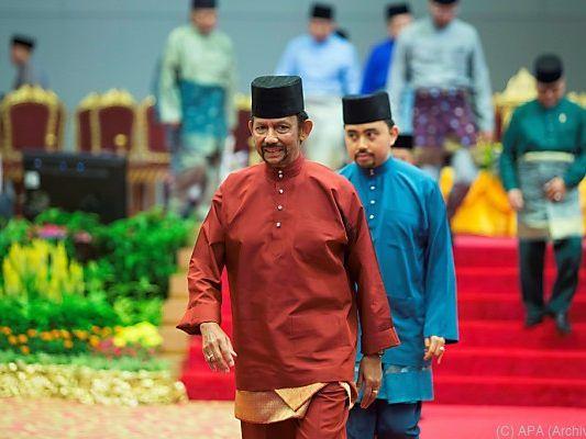 Brunei: Scharia-Gesetz. Horror-Sultan will Todesstrafe für Schwule nicht vollstrecken