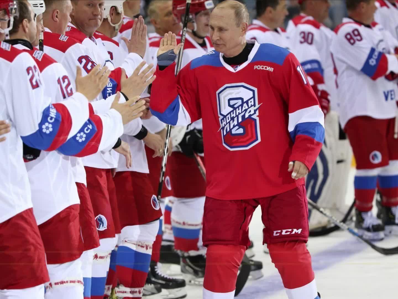 Putin ging aufs Eis und fabrizierte Tore und einen Sturz