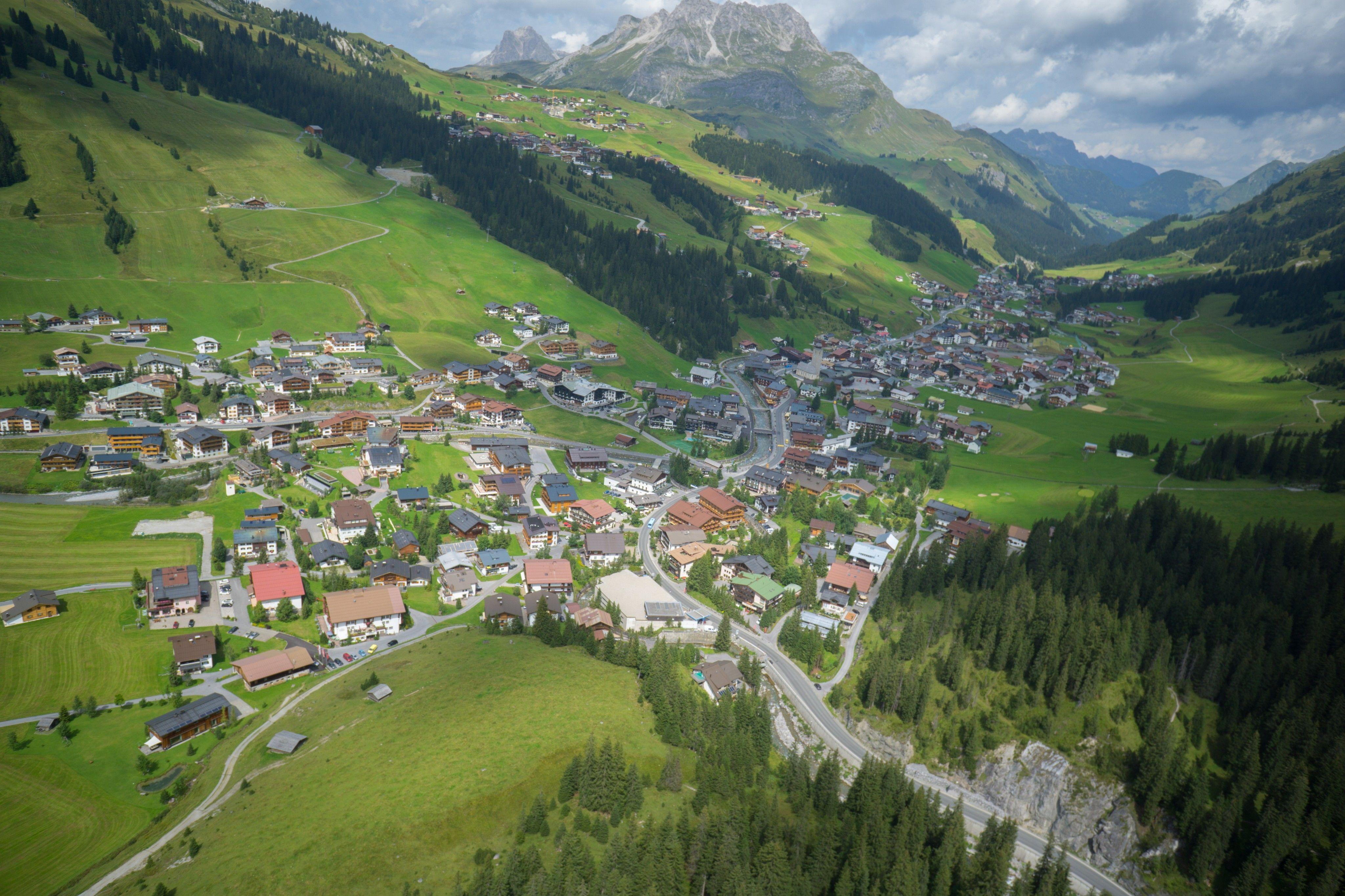 Lech: Busfahrer erfasst Motorad-Fahrer beim Zurücksetzen