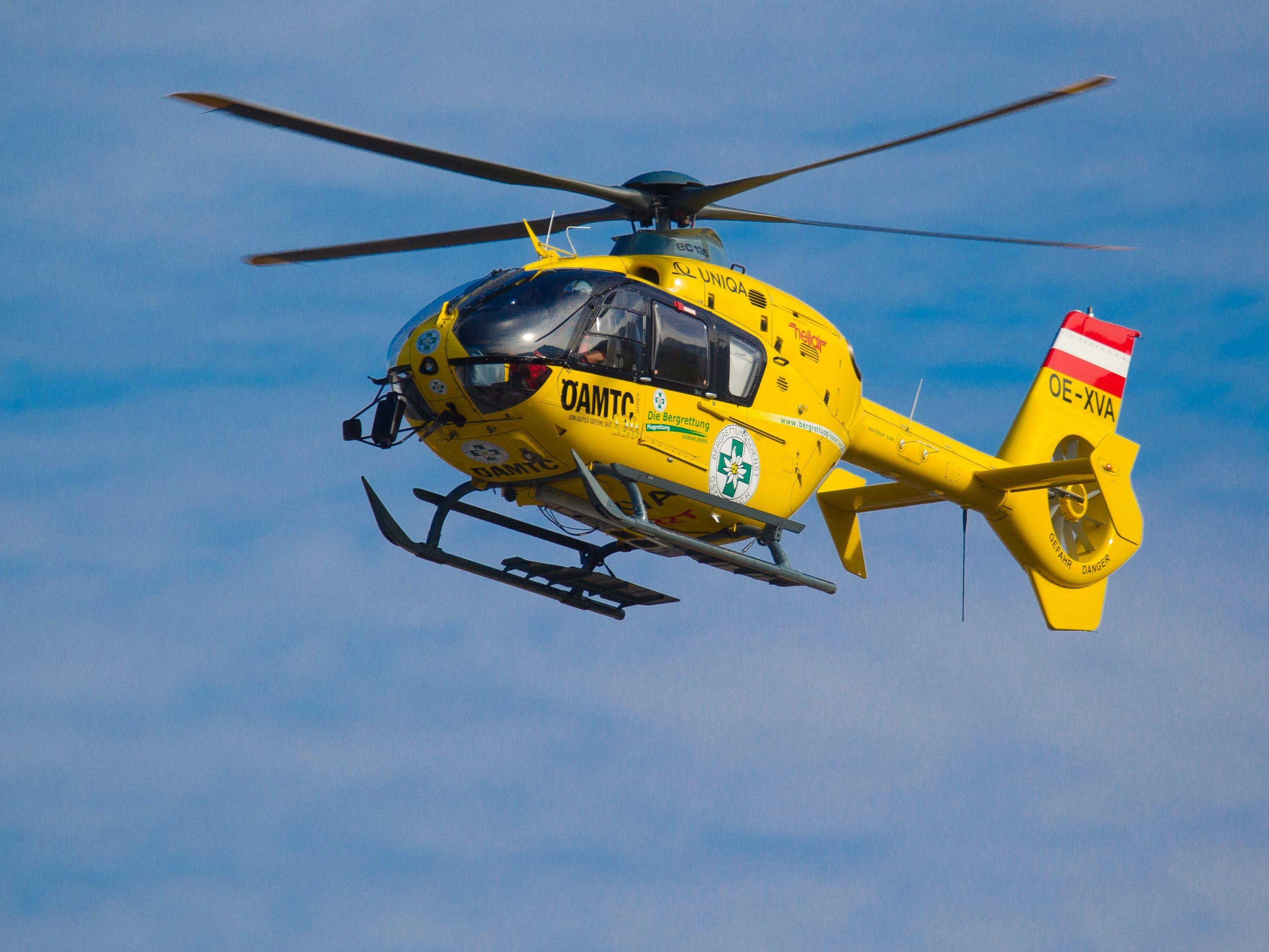 Vorarlberger und Deutscher kollidierten bei Überholmanöver und mussten mit dem Notarzthubschrauber ins Krankenhaus geflogen werden.
