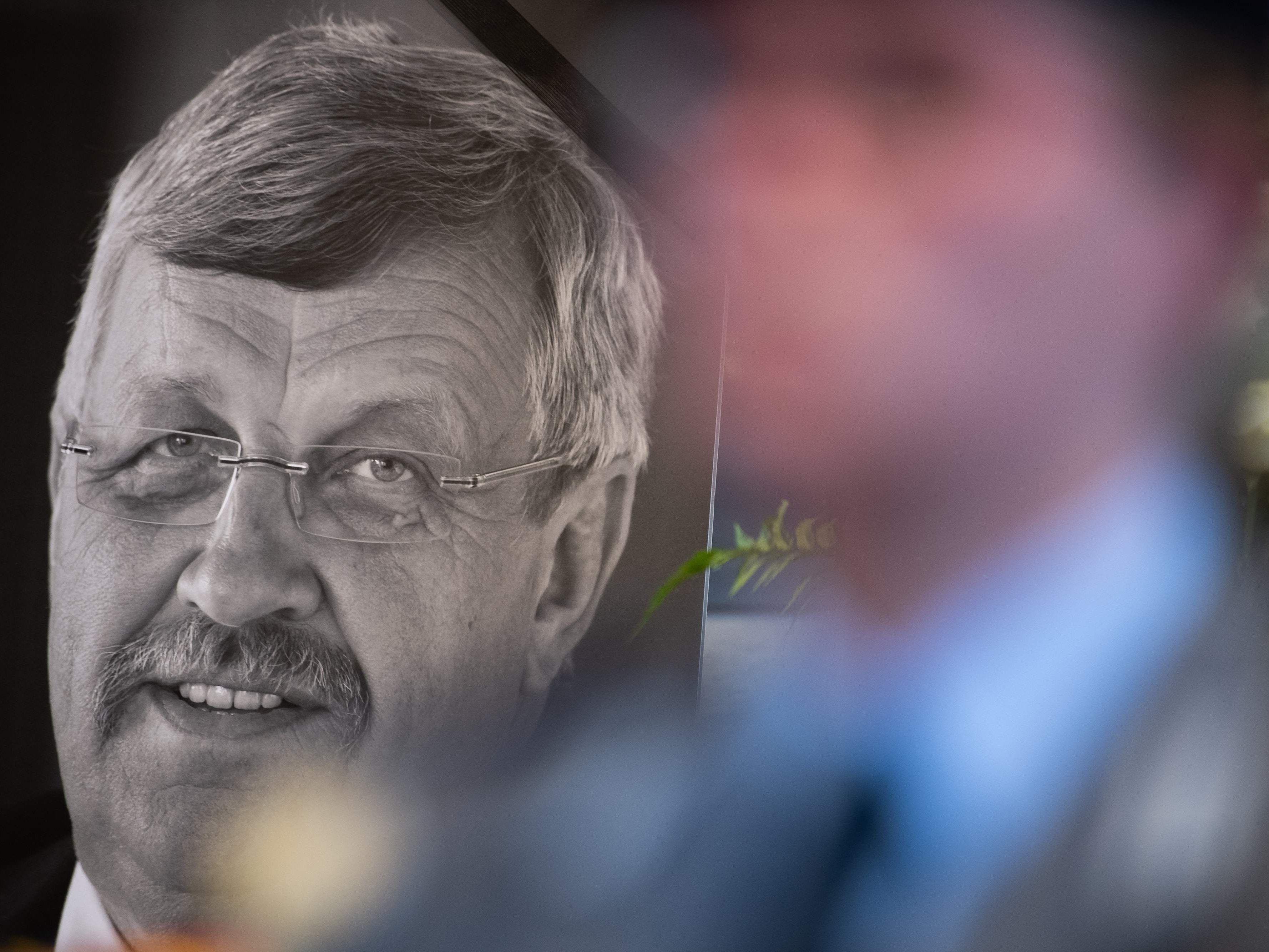 Fall Lübcke: Tatverdächtiger gesteht Mord an Kasseler Regierungspräsident - Statement von Seehofer