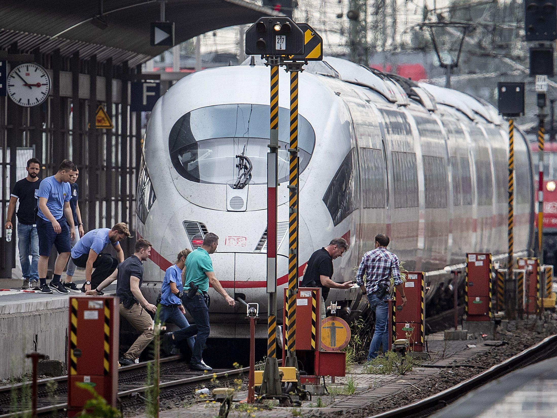 Mann Vor Zug Gestoßen