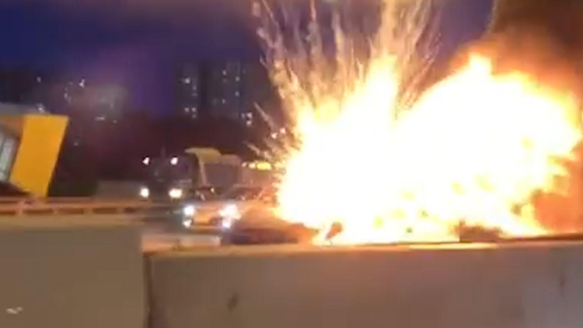 Tesla explodiert nach Unfall