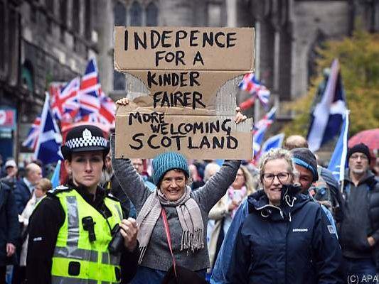Großbritannien - Tausende demonstrieren für Unabhängigkeit Schottlands