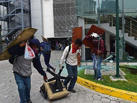 Heftige Ausschreitungen in Ecuadors Hauptstadt Quito