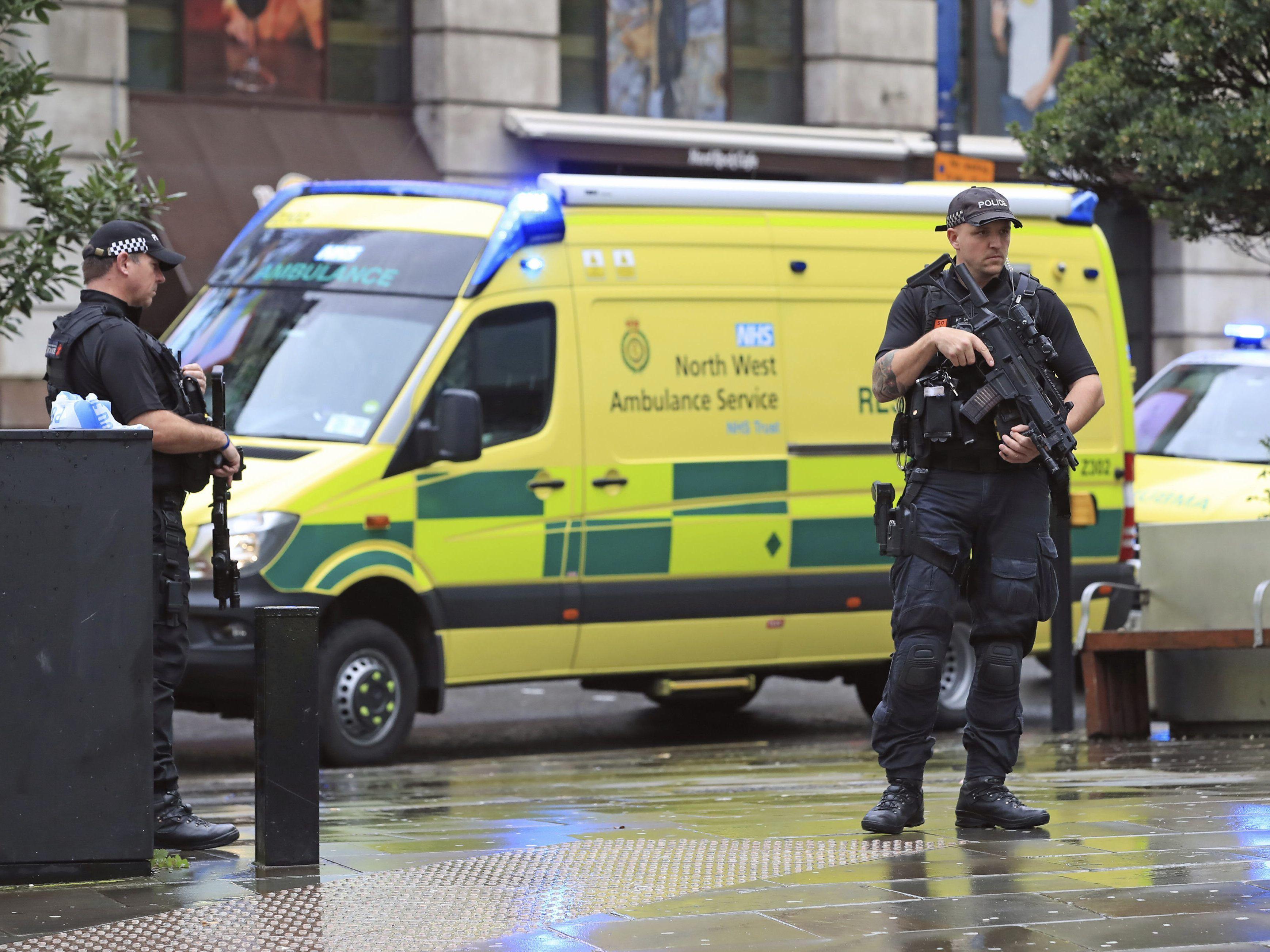 Terrorvorwurf erhoben:Mann sticht in Manchester um sich
