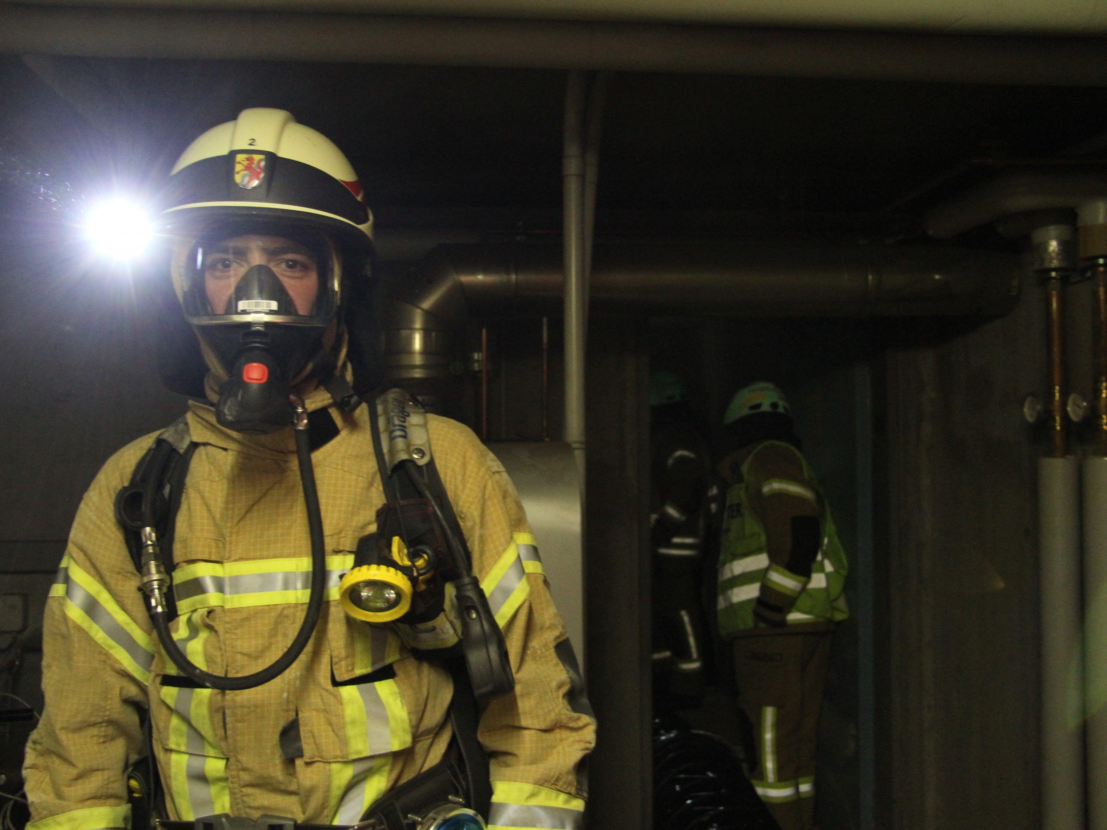 """Am Montagabend brach das Feuer aus. """"Title ="""" Das Feuer brach am Montagabend aus. """"/> </picture>   </div> <p>                     <span class="""