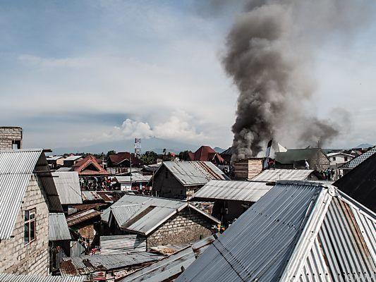 Mindestens 23 Tote: Kleinflugzeug stürzt in Wohngebiet im Kongo
