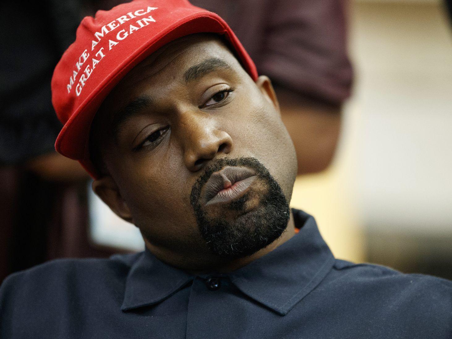 Kanye West trainiert die Trump Caps für seinen Karrierewechsel.