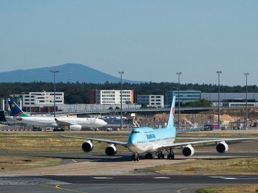 Unfall auf Frankfurter Flughafen:Kollision auf Rollfeld verläuft glimpflich