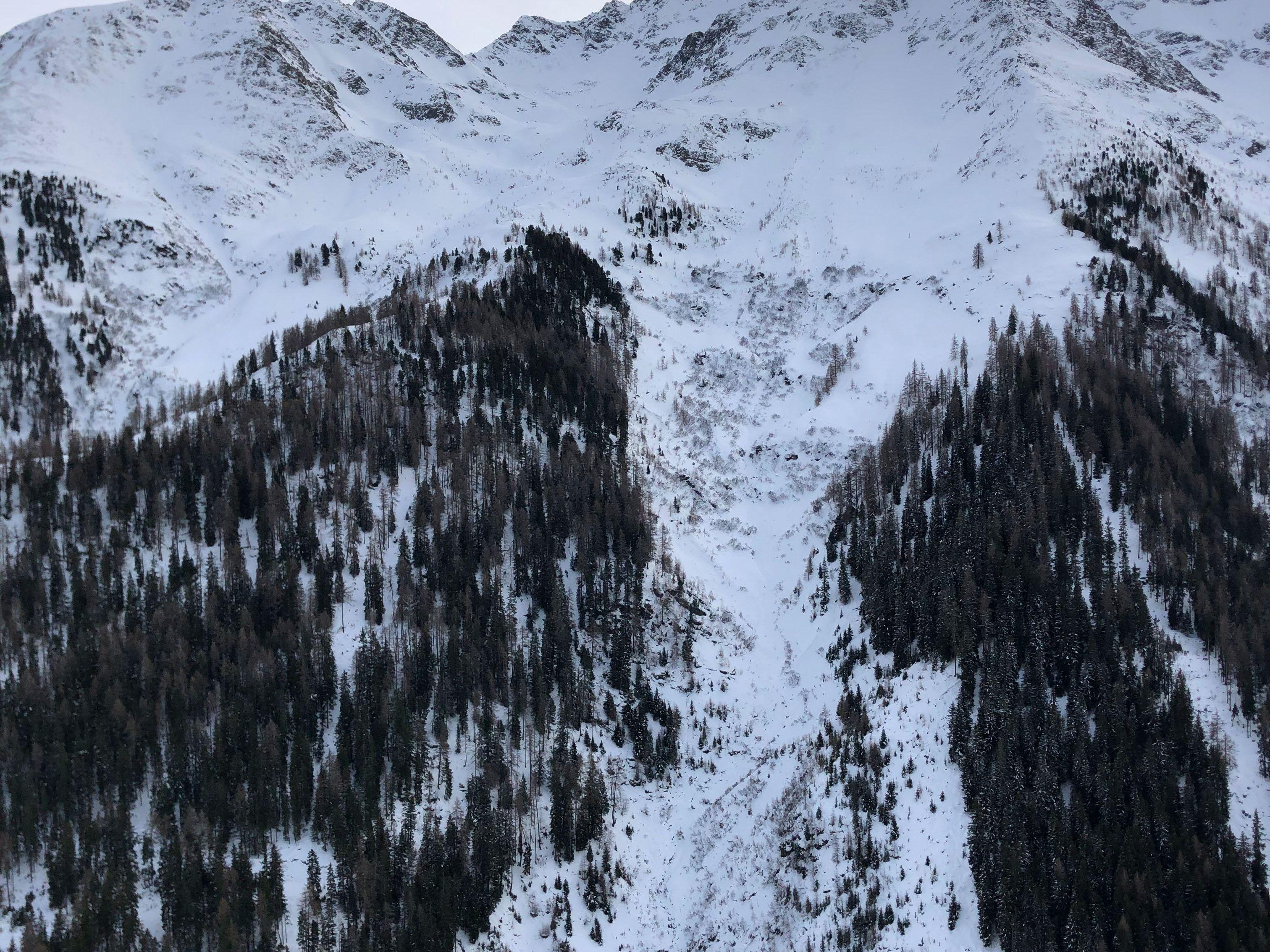 Österreich: Lawine geht in Tirol ab: Mindestens eine Person verschüttet   Welt