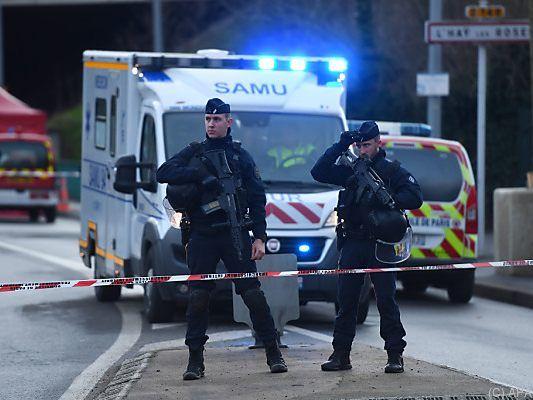 Paris: Ermittler vermuten nach Messerattacke terroristischen Hintergrund