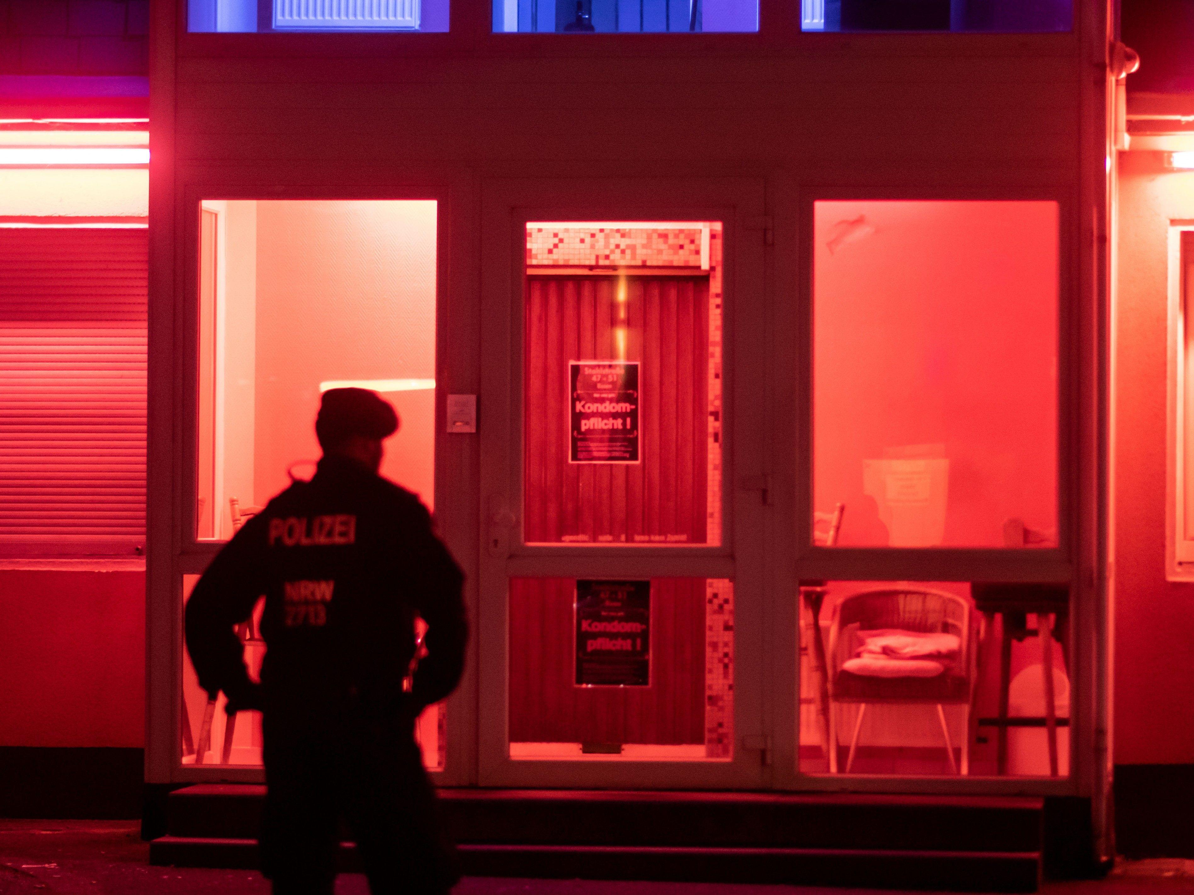 Skandal! Polizist vergnügt sich im Bordell - Österreich