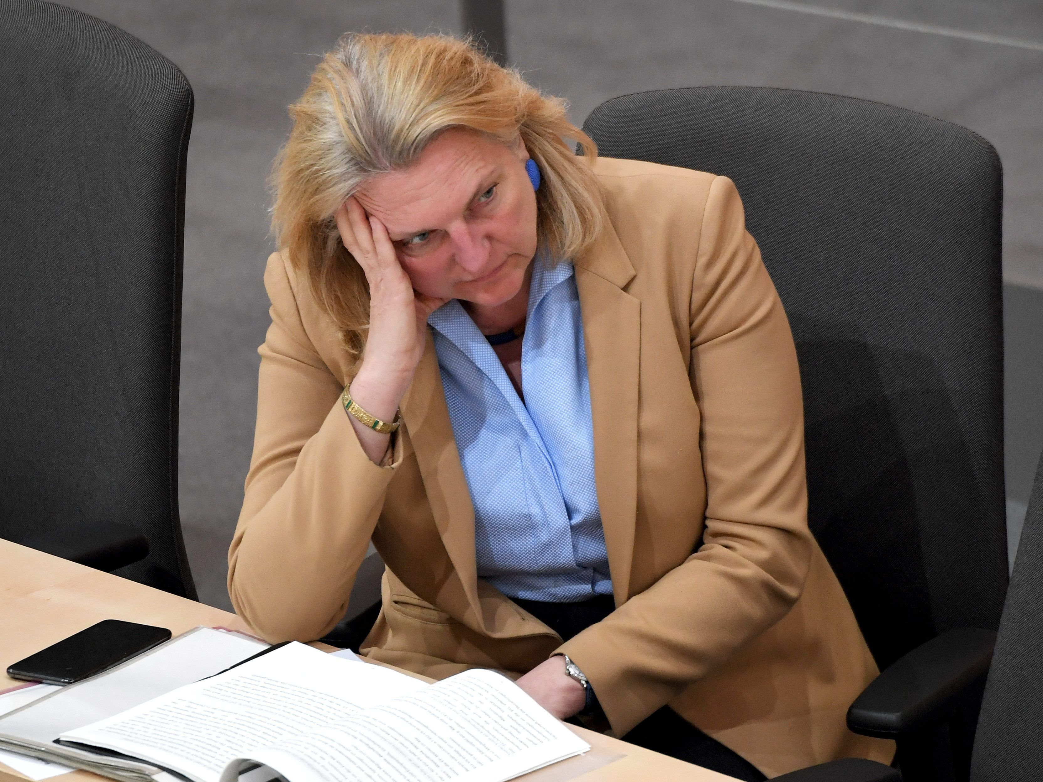 ex-ministerin-kneissl-kritisiert-richtlinien-f-r-h-rtefallfonds