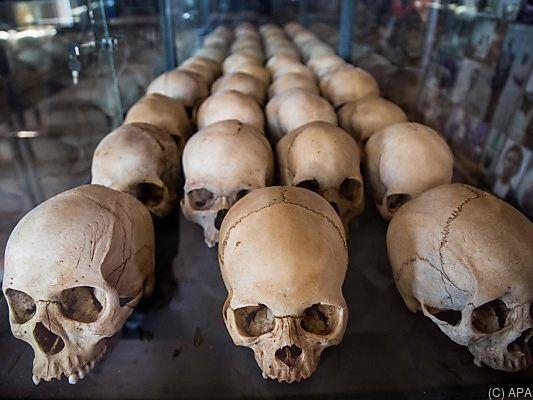 Gebeine von Opfern des Völkermords in einer ruandischen Gedenkstätte