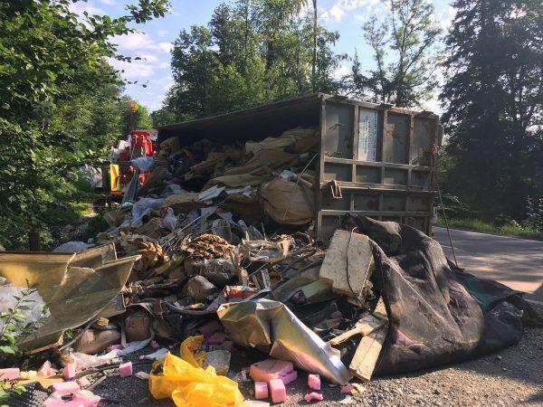 Lkw-Bergung in Müselbach - L200 komplett gesperrt